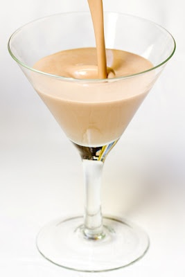 Homemade Baileys Irish Cream Recipe @Carrie Chapman - We should make this, too!
