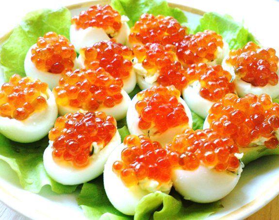 Как оформить фаршированные яйца