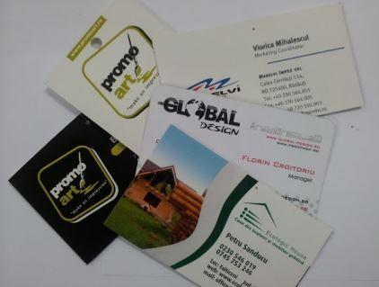 Carti De Vizita - Carti de vizita imprimate tipografic pentru tiraje mari sau digital pentru tiraje mici. Finisaje posibile: – taiere colturi la rotund – lacuire selectiva sau totala – laminare