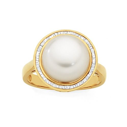 9ct Gold Cultured Fresh Water Pearl & Diamond Ring Total Diamond Weight = .20ct