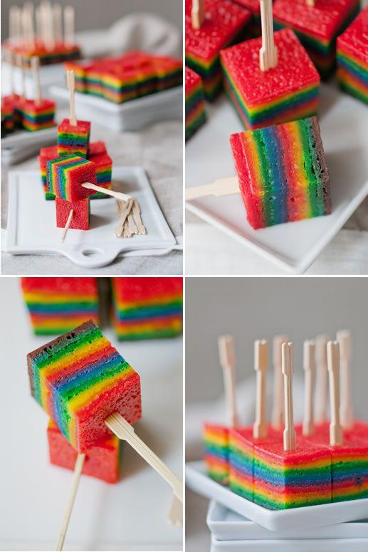 Cubes de gâteau arc en ciel