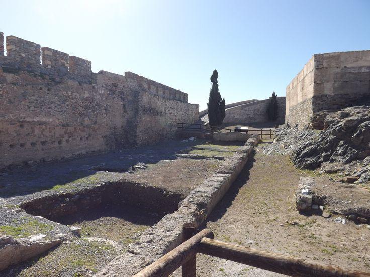 La forteresse fut bombardée en 1808 par la flotte anglaise. L'intérieur du château est caractérisé par le pavillon néoclassique, qui ne possède aucune connexion avec le reste de l'édifice.