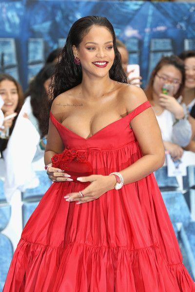 "Rihanna Photos Photos - Rihanna attends the ""Valerian And The City Of A Thousand Planets"" European Premiere at Cineworld Leicester Square on July 24, 2017 in London, England. - ""Valerian And The City Of A Thousand Planets"" European Premiere - Red Carpet Arrivals"