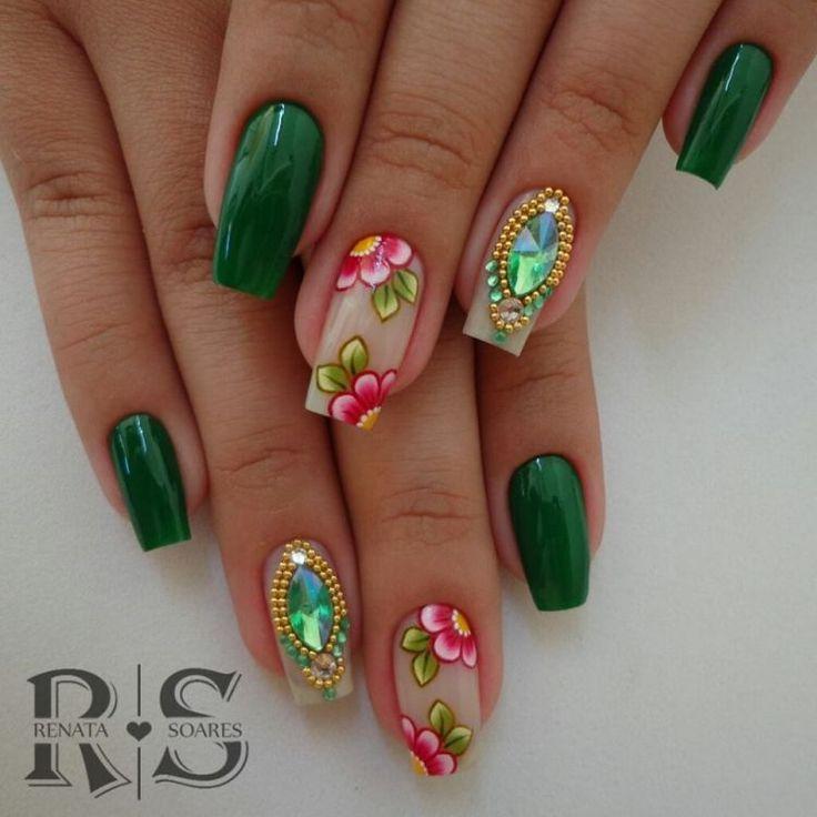 Modelos e fotos de unhas decoradas com esmalte verde para inspiração #unasdecoradas