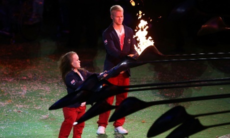 Following a stirring speech from Lord Sebastian Coe, British athletes Ellie Simmonds and Jonnie Peacock extinguish the stadium's Paralympic flame.