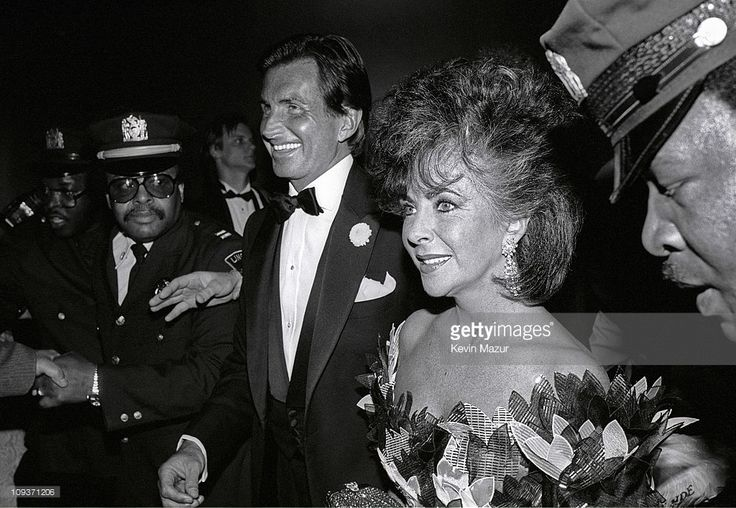 George Hamilton and Elizabeth Taylor at the Film Society of Lincoln Center Tribute to Elizabeth Taylor on May 19, 1986 in New York City.