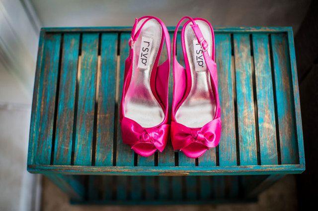 #roze #pumps #bruidsschoenen #trouwschoenen #bruiloft #trouwen #bruiloft #inspiratie #wedding #bridal #shoes #heels #pink #inspiration | Roze bruidsschoenen | ThePerfectWedding.nl | Photography: Dario Endara