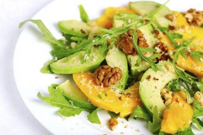 La bonne idée gustative : des morceaux de mangue pas trop mûre dans une salade d'hiver.