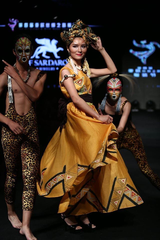 """Урумчи, Китай. Четвертый Евразийский фестиваль моды """"Шелковый путь"""""""