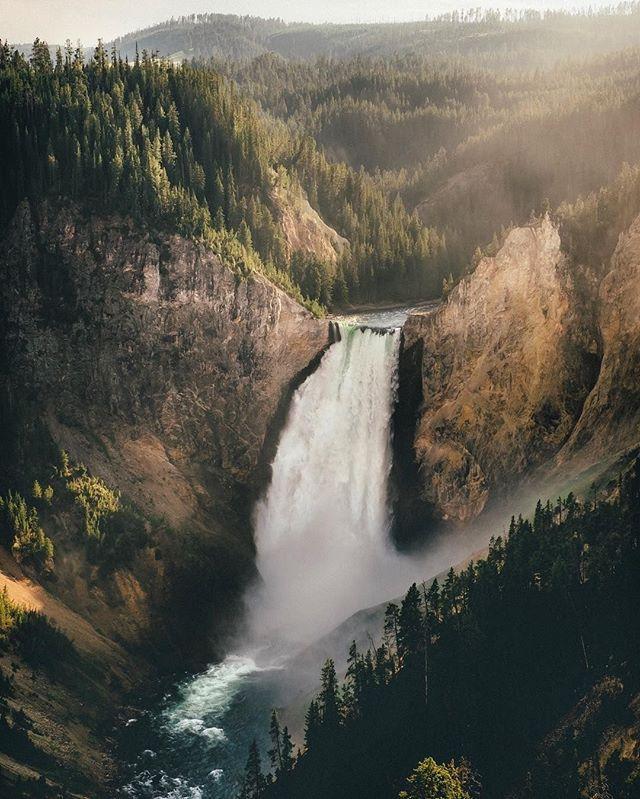 Yellowstone National Park | Wyoming @andrewattsbro