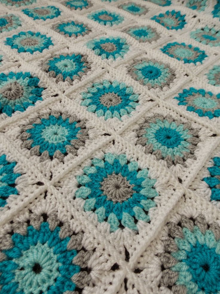 Sunburst granny square babyblanket (+ link to free pattern) •✿• Teresa Restegui…