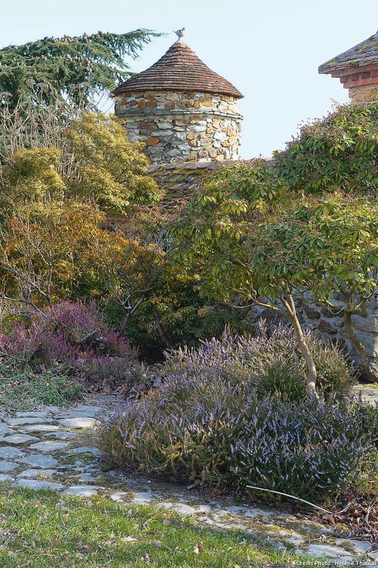 Prix du jardin de l'année 2010, cette propriété est un véritable royaume à découvrir. Serre, cabane et plage artificielle, la visite prend des airs d'aventure et ça vaut le détour !