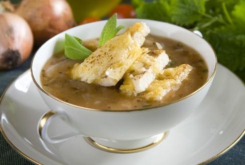 Zupa cebulowa z pomidorami - przepis z portalu przepisy.pl