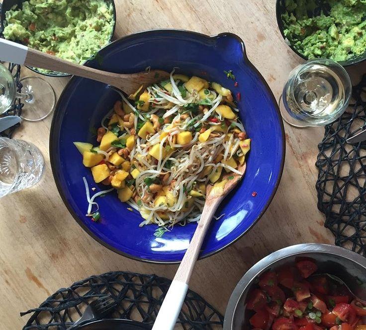 Vandaag deel ik met jullie de lekkere pittige mango salade die snel, makkelijk en super lekker is! Perfect voor de zomer!