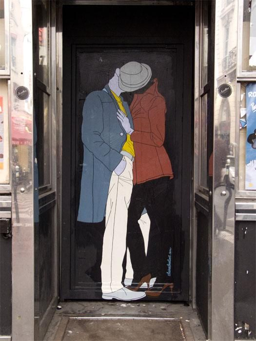 Kissing Lovers Street Art by Claire Streetart   Cuded