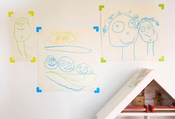Повесить рисунки на самоклеющиеся уголки