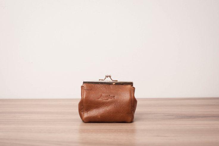 Le chouchou de ma boutique https://www.etsy.com/ca-fr/listing/493567972/porte-feuille-en-cuir-porte-monnaie-en