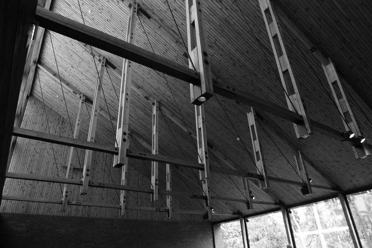 koncept konstrukcije strehe v jahalnici