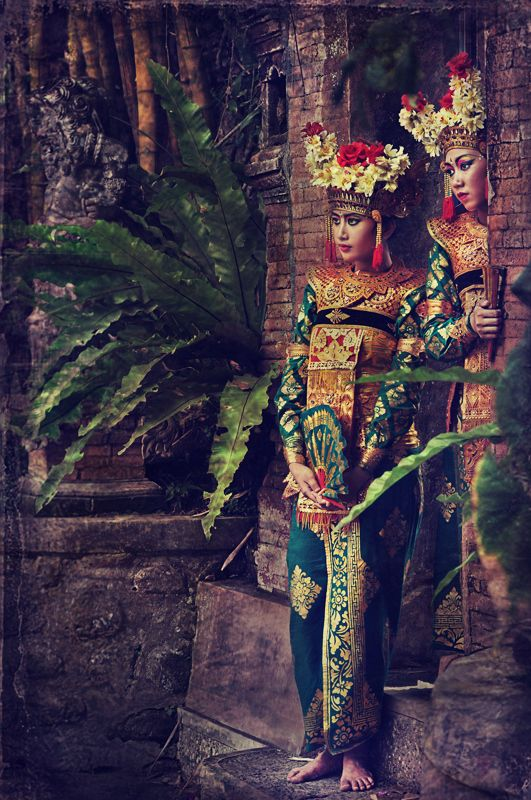 Waiting for the performance ...bali • www.baliethnicvilla.com