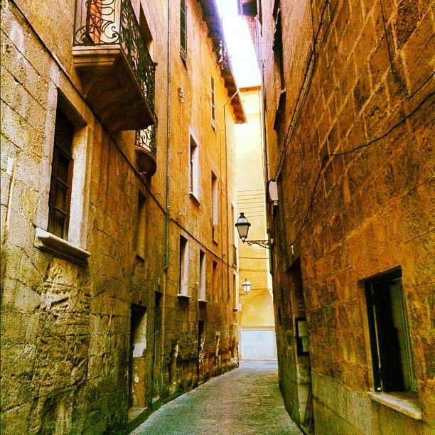 Walking around the historic district of Palma #Mallorca (Balearic Islans, Spain).    Enjoy your stay in Mallorca in our charming hotel, a typical Catalonian country house, at the foot of the Puig de Randa.    http://www.esrecoderanda.com/