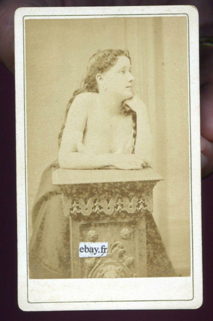 Marie Laurent, attrice e modella per Manet e Renoir, foto anonima d'atelier risalente al 1870 circa, dalla mia collezione personale di foto d'epoca...