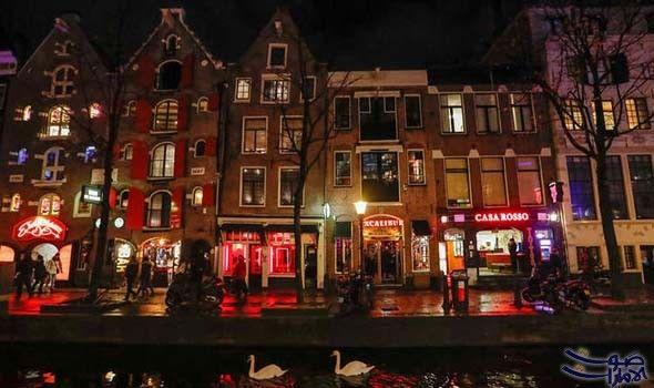 هولندا تشدد شروط زيارة حي الحب في العاصمة أمستردام شددت سلطات العاصمة الهولندية أمستردام شروط زيارة حي كاهنات الحب للس Police Abandoned Places Netherlands