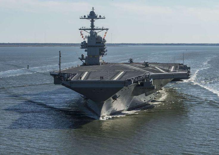 海上公試運転に向けてバージニア州にある米造船大手ハンティントン・インガルス・インダストリーズのニューポートニューズ造船所を出航し、初めて自力で航行する米海軍の新型空母「ジェラルド・R・フォード」(2017年4月8日撮影)。(c)AFP=時事/AFPBB News