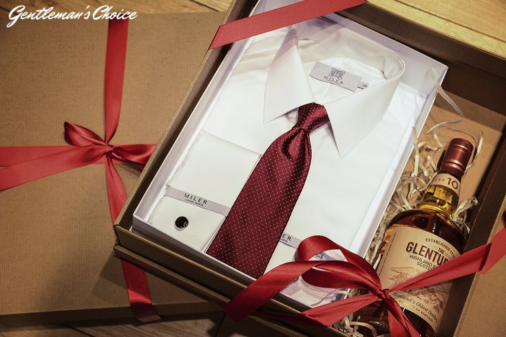 Jak wręczać prezenty?  Mens Fashion   Menswear   Men's Apparel  Men's Outfit   Sophisticated Style   Moda Masculina   Mens Shirt  