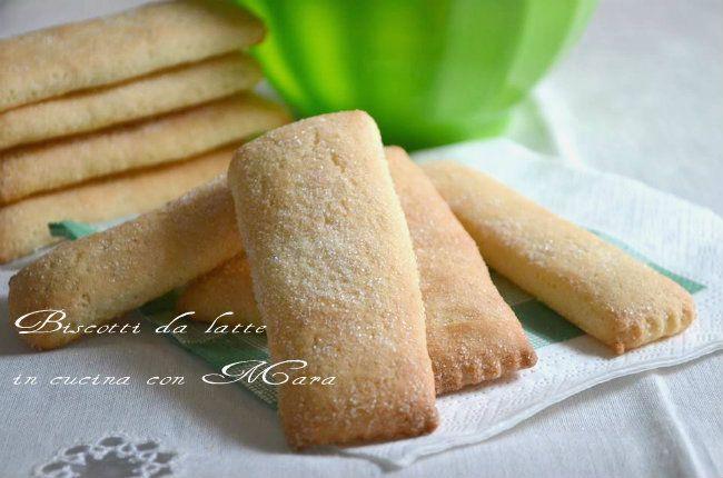 La ricetta dei biscotti da latte mi ricordano l' infanzia. I biscotti da latte a contatto con il latte assorbono metà tazza senza disfarsi.