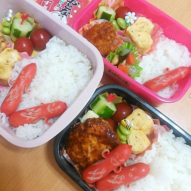 今日は久し振りに3人分のお弁当を!!! 昨晩娘がハンバーグ作ってくれたので、 助かりました(^^ゞ - 43件のもぐもぐ - 今日のお弁当さん☆ササミの煮込みハンバーグ&久々にうっちーさんのソーセー人( ´艸`) by Kayo Matsuda