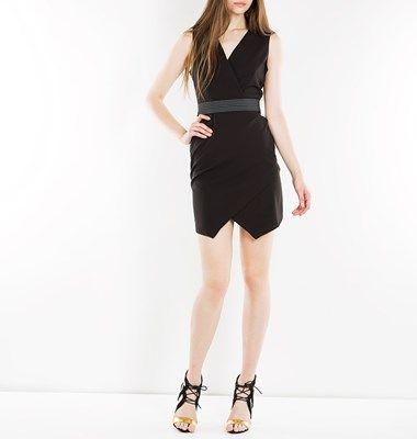 Αμάνικο κρουαζέ φόρεμα με ελαστική ζώνη στη μέση και φερμουαρ στη πλάτη, εφαρμοστό