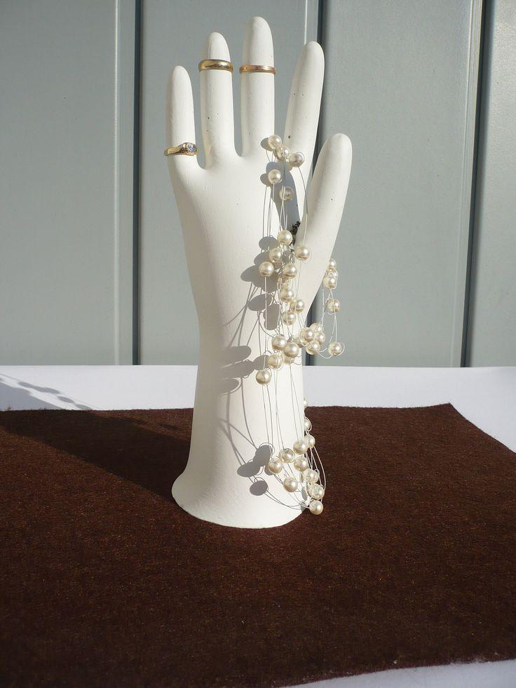 #gips #stojaknabizuterie #pierścionki #ręka #biżuteria