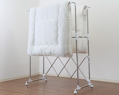 折りたたみ式室内物干し特集 | ニトリ公式通販 家具・インテリア・生活 ... 敷きふとん(ダブルサイズまで)は2枚同時に干せます!