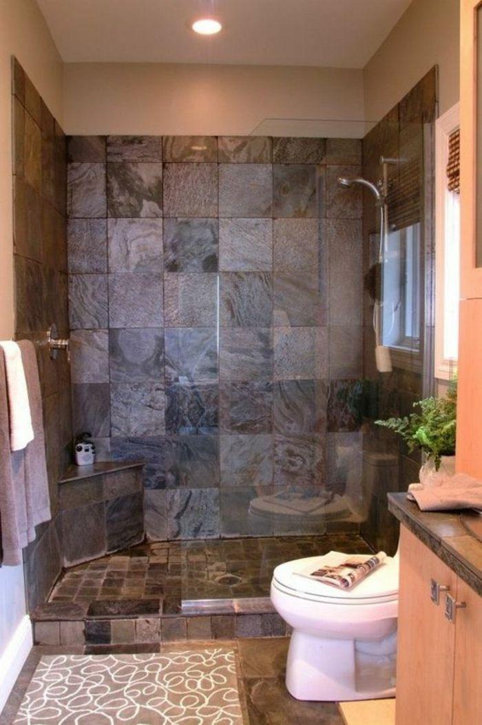 modele salle de bain salle de bain 5m2 carrelage mural en nuances grises et taupe meuble rangement en couleur saumon douche simple tapis de bain en