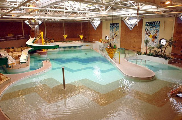 The Leisure Pool At Stourbridge 39 S Crystal Leisure Centre It Has Two Water Slides A Wave