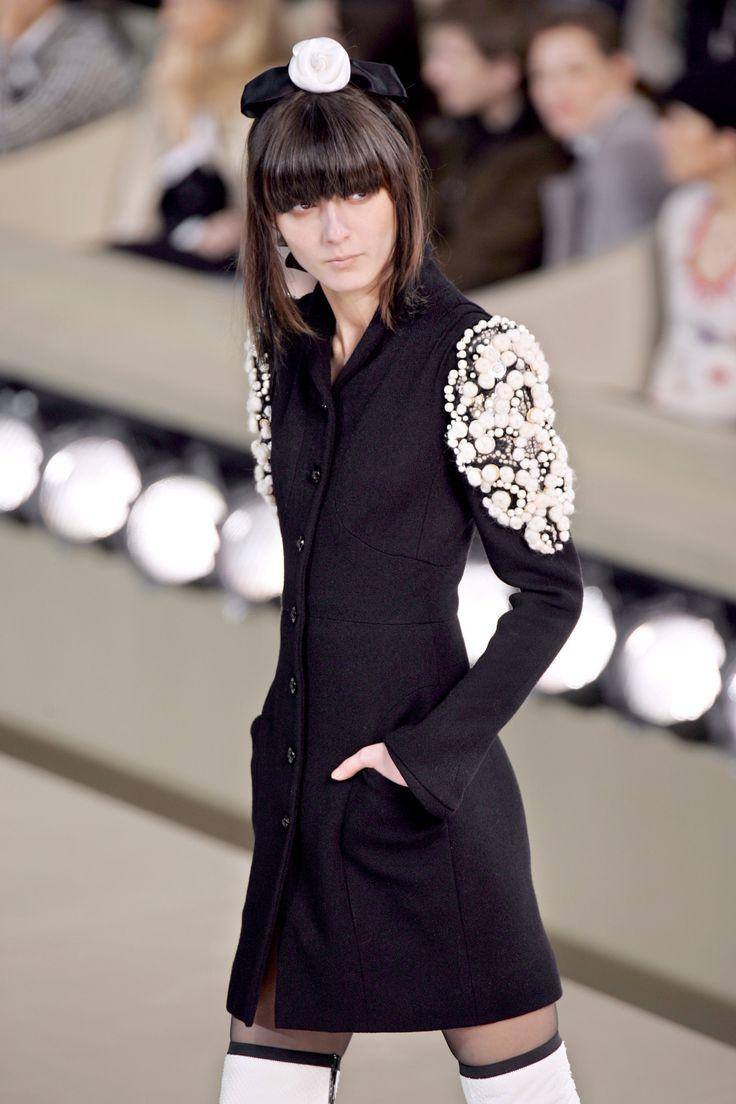Irina Lazareanu at Chanel F/W 2006