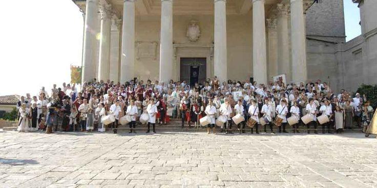 Ottavo Campionato  Italiano di Arco Storico,  Lega Arceri Medioevali   San Marino 2014   Delegazione Ente Palio dei Terzieri di Trevi con i Terzieri Castello, Matiggia e Piano a San Marino e Gemellaggio con la Cerna dei Lunghi Archi #Terzieri #EntePalioTrevi #TerziereDelCastello #TerziereDelMatiggia #TerziereDelPiano #Medioevo #SanMarino #Palio #Trevi #Umbria # CernadeiLunghiArchi #sanmarino