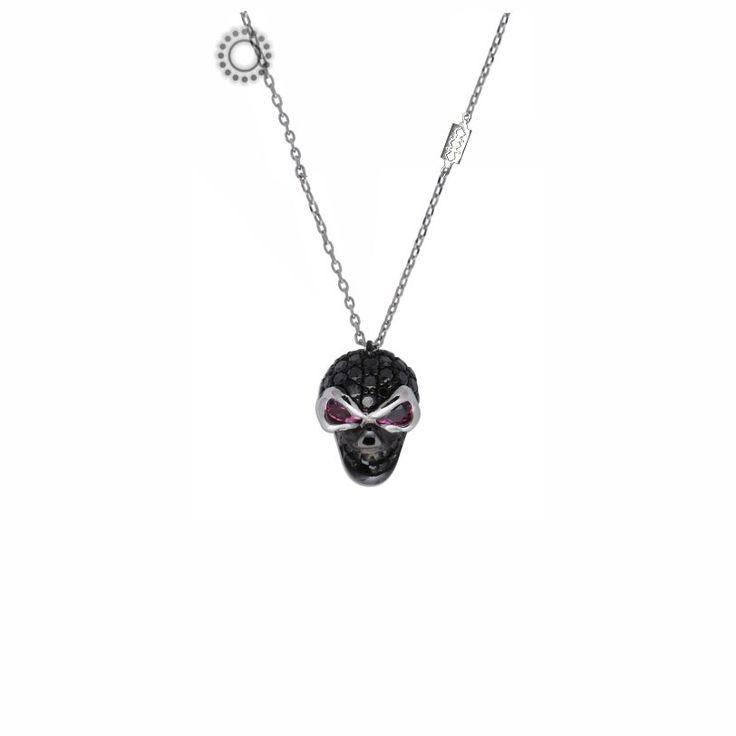 Μοντέρνο rock κολιέ νεκροκεφαλή Κ18 λευκόχρυσο γεμάτη με 36 μαύρα διαμάντια στο επάνω μέρος του κρανίου, όλο πλατινωμένο μαύρο, 2 ροζ ρουμπίνια στη θέση των ματιών από λευκόχρυσο και ενσωματωμένη αλυσίδα λαιμού με λεπίδα, όλα τέλεια καρφωμένα. Για …metal κυρίες!  | Κοσμηματοπωλείο ΤΣΑΛΔΑΡΗΣ στο Χαλάνδρι #νεκροκεφαλή #διαμάντια #κολιέ #κόσμημα