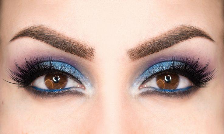 Trucco blu per occhi scuri: tutorial - https://www.beautydea.it/trucco-blu-occhi-scuri/ - Un semplice tutorial per imparare a realizzare un trucco blu che valorizza gli occhi scuri.