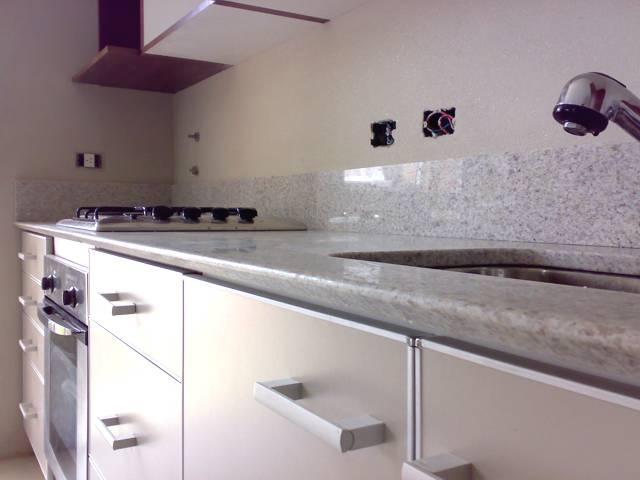 Oltre 1000 idee su granito bianco kashmir su pinterest for Granito gris cristal
