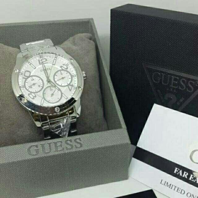 Saya menjual Jam Tangan Wanita Guess W0778L1 Silver Rantai Original Murah seharga Rp1.750.000. Dapatkan produk ini hanya di Shopee! https://shopee.co.id/azshop30/270468828 #ShopeeID