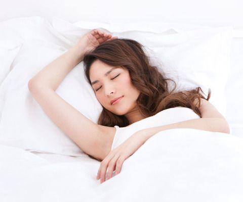 8 Ways to Get Prettier In Your Sleep