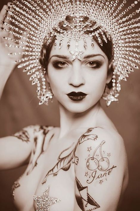 Janet Fischietto by Alessandra Tisato: Head Pieces, Queen, Vintage Circus, Burlesque, Vintage Beautiful, Headpieces, Tattoo, Art Deco, Artdeco