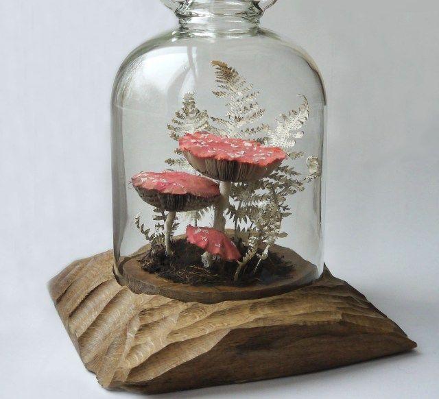 Bloemen, insecten en paddenstoelen van gerecycled papier - Een verzamelaar van ' ongewenste dingen', zo noemt Kate Kato zichzelf. Kate is kunstenares en woont opde grens van Wales. Zij is geïnspireerd door de natuur om haar heen en ontwerpt voornamelijk beeldhouwwerken van planten …