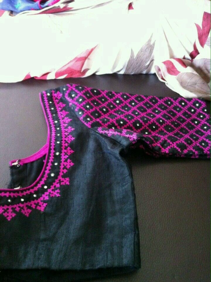 Saree blouse black and pink