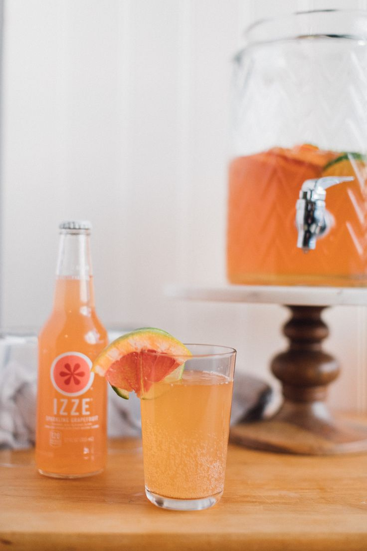 Grapefruit Ginger-Lime Punch is a TOTAL #friendsday crowdpleaser- a yummy sweet-tart punch for every guest to enjoy! @izzeofficial  Click through for the recipe!