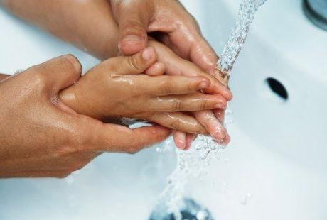 Pertolongan Pertama Untuk Luka Bakar: Air Mengalir 20 Menit