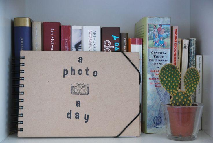 Een foto hier, een foto daar. Wat doe jij met al je foto's? Blogger Nikki laat zien wat zij ermee doet.