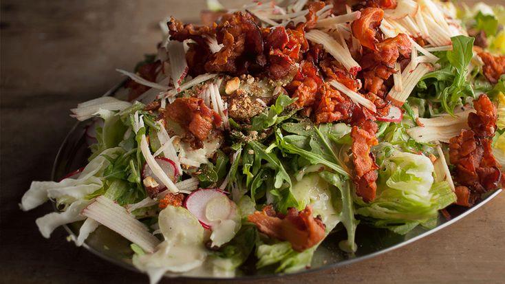 Salade iceberg à la pomme, amandes et bacon | Recettes | Signé M