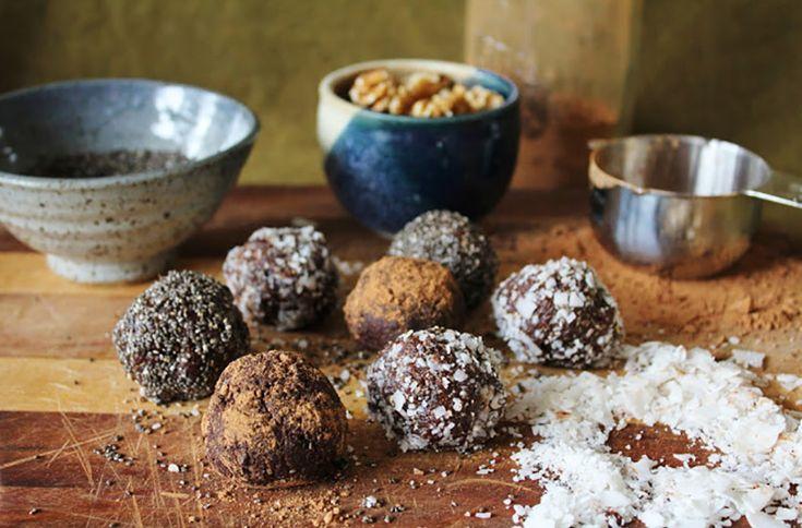 Рецепт сыроедческих конфет с кэробом на основе фиников - неописуемое «Блаженство»! - http://takioki.ru/syroedcheskie-konfety/